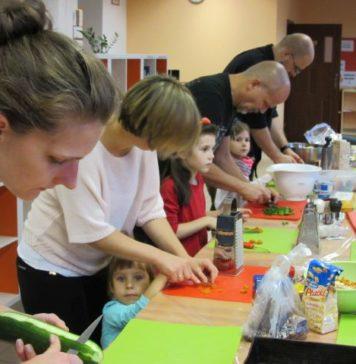 """Zdrowa mama, zdrowe dziecko"""" – warsztat nr 5: Rodzinne warsztaty kulinarne"""